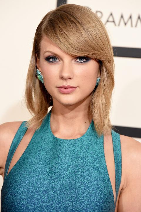 <strong>Taylor Swift</strong><br> Taylor Swift's aqua dress, green earrings, and smoky liner all come together to make her piercing blue eyes pop. We love the side-swept bangs, too.