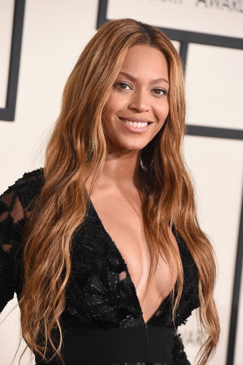 <strong>Beyoncé</strong><br> Beyoncé looks so natural and fresh with ultra-long waves, glowing skin, and nude makeup. We're definitely seeing a trend here.