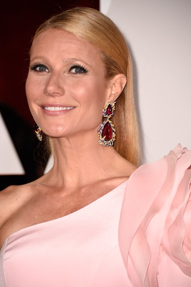These ruby drop earrings by Anna Hu Haute Joaillerie, when paired with a pale pink dress, are a risk that paid off for Gwyneth Paltrow.