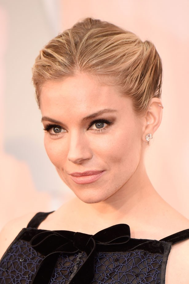 <p><strong>The Smoky Eye</strong></p> Sienna Miller used Charlotte Tilbury products, including The Sophisticate Palette for smokey eye perfection.