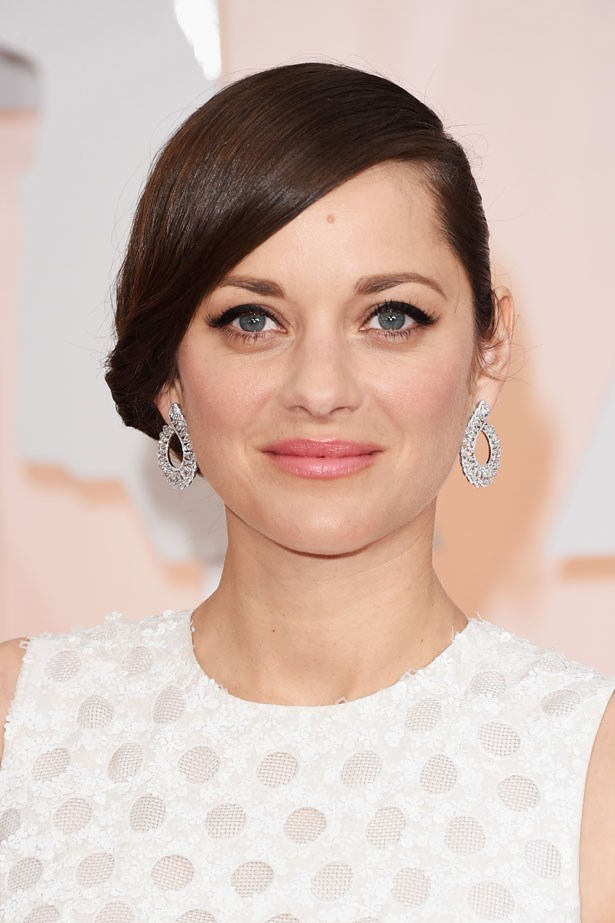 <p><strong>The Minimal Look</strong></p> Marion Cotillard had a classic black feline flick, but kept the rest of her makeup neutral.
