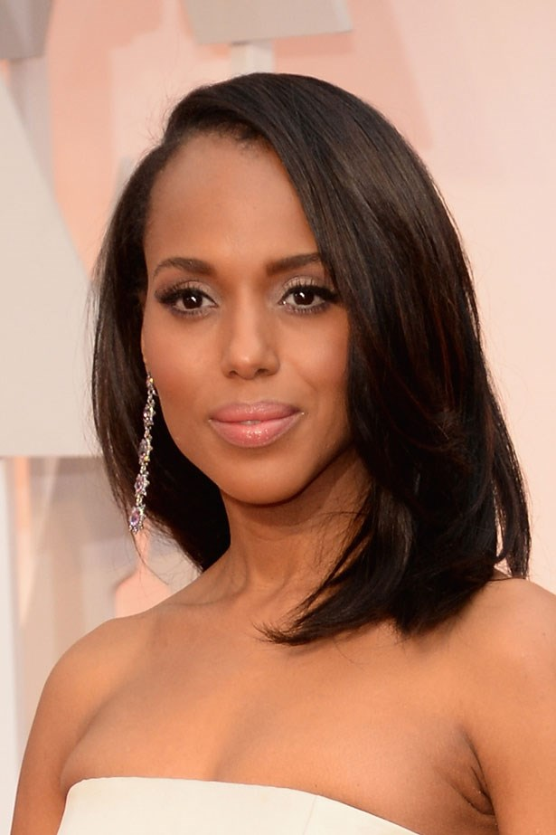 <p><strong>The Minimal Look</strong></p> Kerry Washington wore shimmery silver shadow.