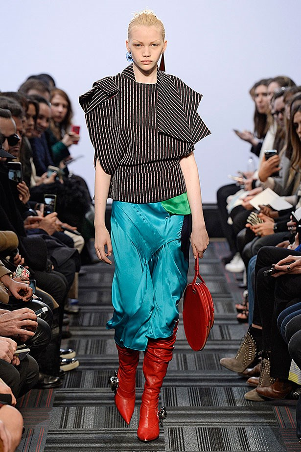 <strong>1. The 80's is back</strong> <br></br>Just ask J.W. Anderson. Slouchy boots, wide shoulders, lurex, lamé and big earrings rule.