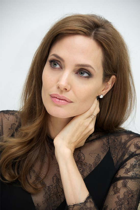 "<strong>DON'T: SLIDE INTO ""BODY TOUCHING"" (PART 2)</strong> Neck touching is one of the most common body touching tics—even Angelina Jolie does it from time to time! ""Neck touching is extremely accurate: When people lack confidence, there will be a lot of it,"" Navarro says. ""Men do it more robustly while women do it more delicately,"" he clarifies, but everyone seems to do it too much."