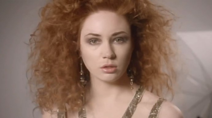 <strong>DOCTOR WHO (2010)</strong> When Amy Pond (Karen Gillan) isn't off traveling through time and space with the Doctor, she works as a stereotypical model working for undisclosed magazines and brands wearing cliché metallic dresses with teased hair.