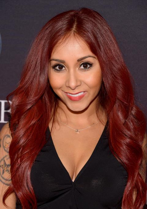 "<strong>NICOLE ""SNOOKI"" POLIZZI</strong> <BR> The <em>Jersey Shore</em> star is infamous for many things, not the least of which is using a pet store staple as a natural exfoliant. ""Some exfoliants have rocks in them, and it makes your skin really smooth,"" she explained during an interview with Conan O'Brien. ""Cat litter is like a substitute for that."" <BR> <strong>The Verdict:</strong> We're all for a deep pore cleansing treatment, but worry that with rocky litter, you run the risk of over-exfoliating, which could cause permanent damage to the skin. Plus, eww?"