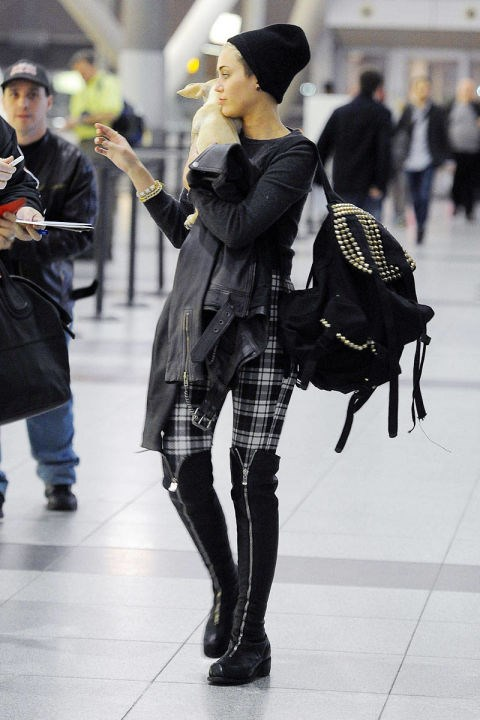 <strong>MILEY CYRUS</strong> <BR> Take it from Miley: Grunge is the way to go while traveling. Her plaid leggings and boyish beanie are comfortable yet still undeniably chic.