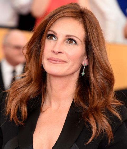 Mix some highlights with your red, like Julia Roberts
