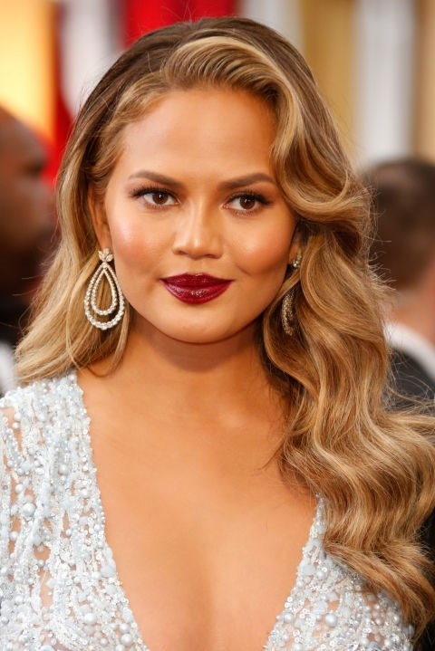 Do the Old-Hollywood thing, like Chrissy Teigen
