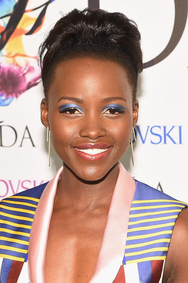 Lupita Nyong'o rarely puts a sartorial foot wrong. This time, she's also leading in the beauty stakes with this on-trend graphic eye that's the perfect colour and geometric match to her outfit.