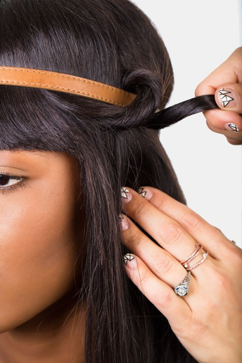 <strong>TWISTED HEADBAND </strong> <br><strong>Step 4 </strong> <br>Repeat until you achieve desired look.