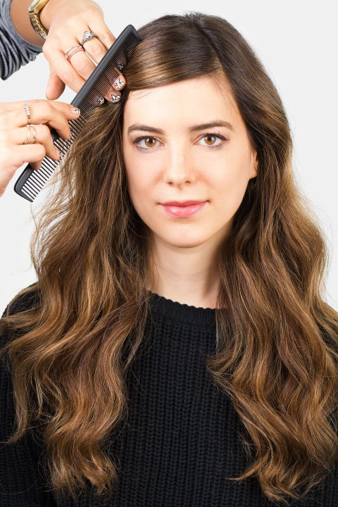 <strong>MINI FRENCH TWIST </strong> <br><strong>Step 1 </strong> <br>Make a diagonal part, beginning from the outer edge of your fringe, towards the middle of your head, and comb across your forehead.