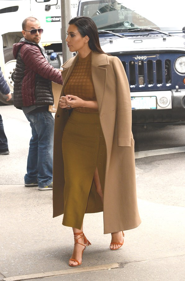 <strong>INSTANT TAN</strong> <br><em>April 2015</em> <br>Kim Kardashian