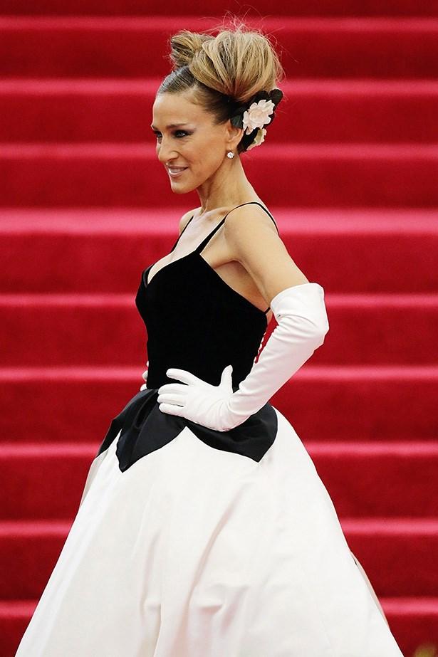 <strong>2014</strong <em><br>'Charles James: Beyond Fashion' <br>Sarah Jessica Parker