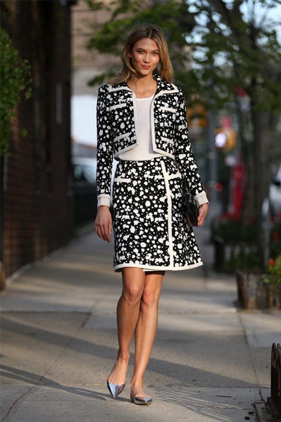 Karlie Kloss stepped out in New York in an effortlessly chic ensemble, April 2015