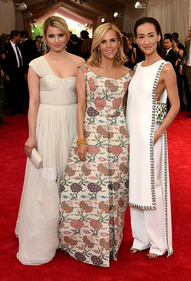 Dianna Agron in Tory Burch, with the designer (centre)