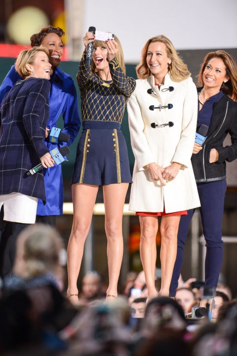 <strong>TAYLOR SWIFT AND THE HOSTS OF 'GMA'</strong>