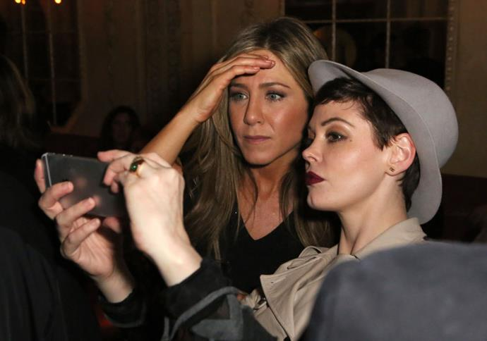 <strong>JENNIFER ANISTON AND ROSE MCGOWAN</strong>