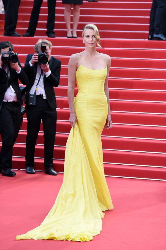 <strong>Charlize Theron</strong> wearing Christian Dior Couture