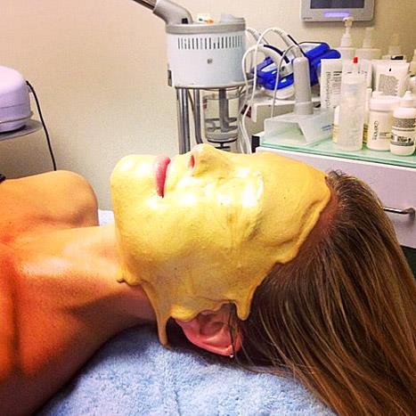 """<strong>BAR REFAELI</strong> <BR> GOLD ✨ אצל טלי המושלמת בטיפול זהוב <BR> —<a href=""""https://instagram.com/barrefaeli/"""">@barrefaeli</a>"""