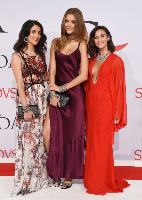 <strong>JODIE SNYDER, JOSEPHINE SKRIVER AND DANIELLE SNYDER</strong> <BR> Skriver in Nili Lotan
