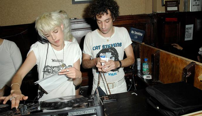 AGYNESS DEYN AND ALBERT HAMMOND JNR. (2008-2009) The punk-y model and Hammond Jr., who plays bass for The Strokes, dated for less than a year.