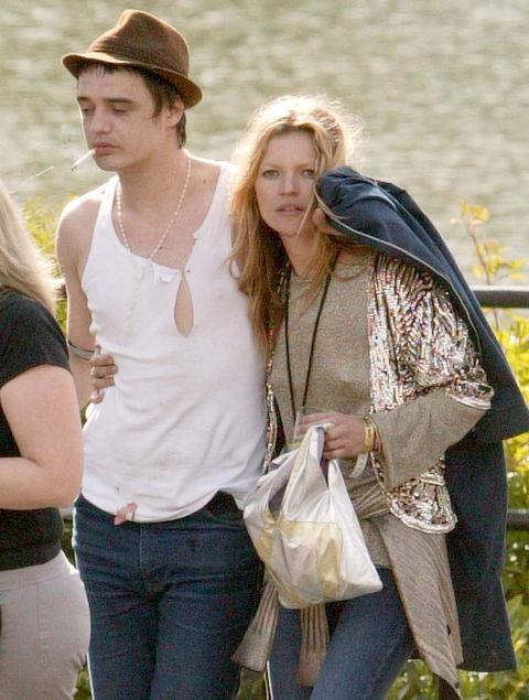 PETE DOHERTY AND KATE MOSS (2005-2007) Doherty (who then played with The Libertines) and Moss' relationship was major tabloid fodder. After two years of being on, off, on again, and possibly engaged, Moss finally called it quits for good in 2007.