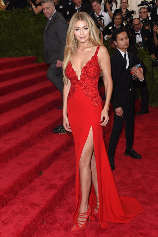 <strong>MAY 4, 2015</strong> <BR> At the 2015 Met Gala.