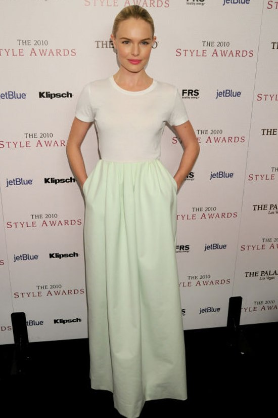 <strong>KATE BOSWORTH</strong> <BR> Bosworth offsets her floaty, mint green Jil Sander skirt with a fitted white tee. The combination whispers glamour (instead of shouting it).