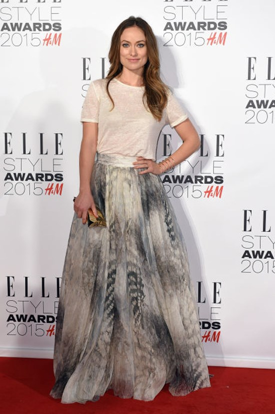<strong>OLIVIA WILDE</strong> <BR> No stranger to donning a T-shirt on the red carpet, Wilde wore her neutral textured tee with a printed ball skirt for a weekend-meets-black-tie feel.