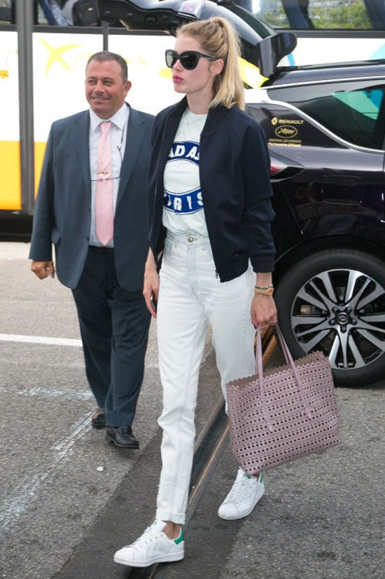 <strong>DOUTZEN KROES</strong> <BR> Kroes is an exemplary T-shirt-wearer with this outfit for two reasons. 1) She goes for an ultra-sleek, white-on-white pairing and 2) She layers her shirt underneath a tailored blazer, which is a staple styling trick.