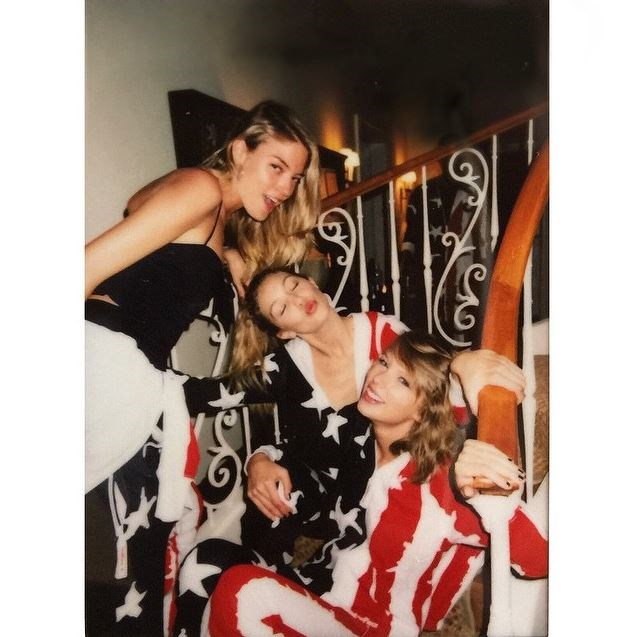 """""""star spangled blondies"""" - <strong>@gigihadid</strong>"""