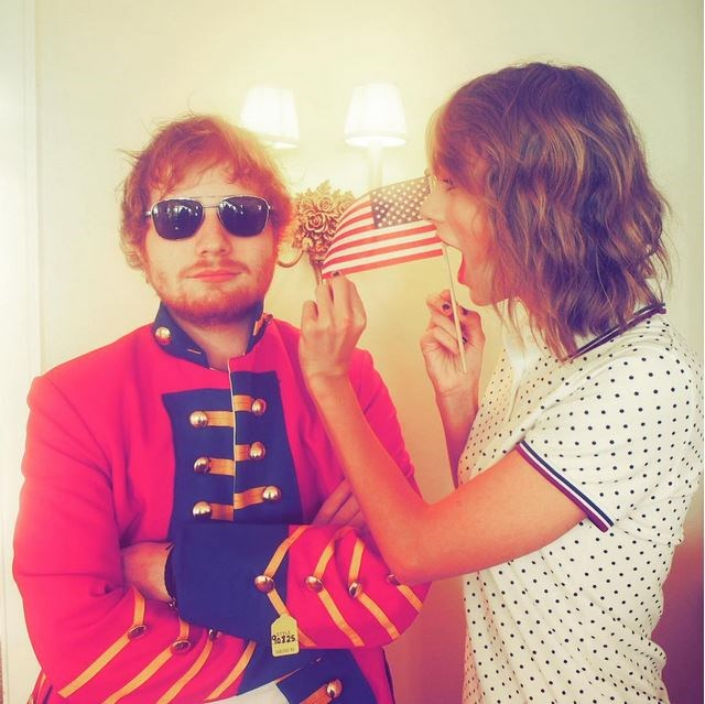 """""""When Ed shows up in a red coat for the 4th of July because he just can't let it go. @teddysphotos"""" - <strong>@taylorswift</strong>"""