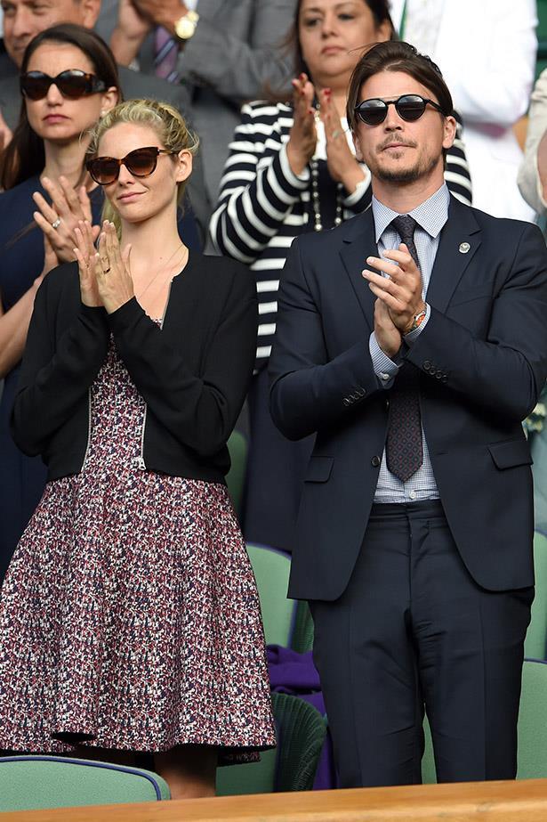 Tamsin Egerton and Josh Hartnett demonstrate the polite tennis clap.