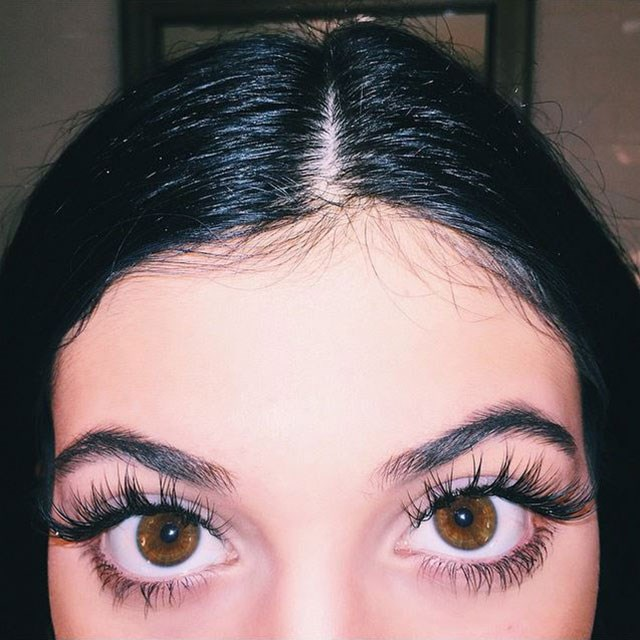 <strong>How to apply false lashes</strong> <br> <br> Ok so maybe we won't be throwing on a set of eyebrow grazers for a trip to the grocery store any time soon, but who wouldn't want to know how Jenner picks the perfect pair of falsies