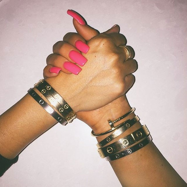<strong>How to keep your polish from chipping</strong> <br> <br> The mini millionaire's answer to a smudge-free mani could be daily salon appointments, but either way Kylie's polish game is strong no matter how you swing it <br> <br> <em>(Can we also please discuss the major Cartier arm-party happening here?!) </em>