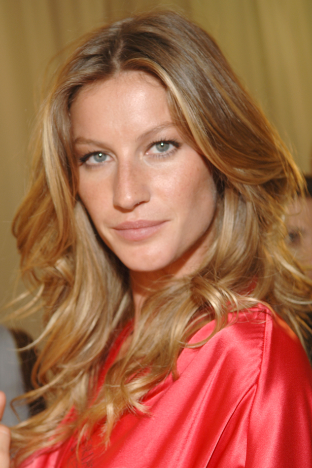 <strong>2005</strong> <br> <br> Backstage at the <em>10th Annual Victoria's Secret Fashion Show</em>