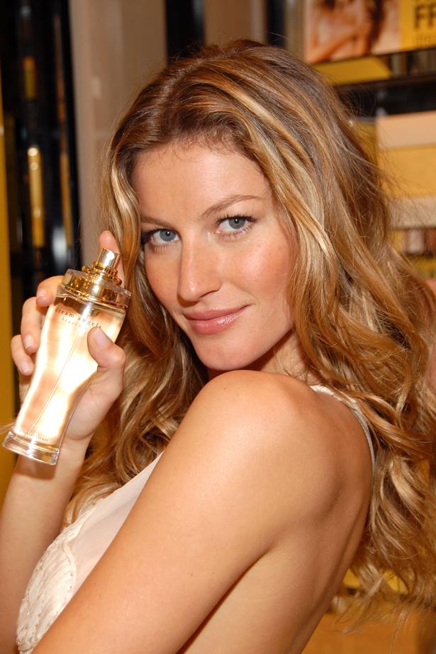<strong>2006</strong> <br> <br> At a <em>Victoria's Secret</em> fragrance launch event