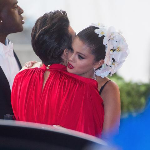 KRIS JENNER AND SELENA GOMEZ. Shoulder-to-cry-on friends.