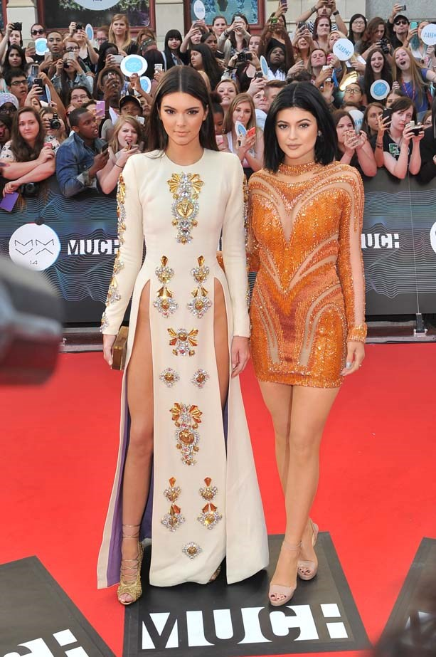 <p>June 15, 2014</p> <p>Kendall and younger sister Kylie Jenner arrive at the 2014 MuchMusic Video Award in Canada.</p>