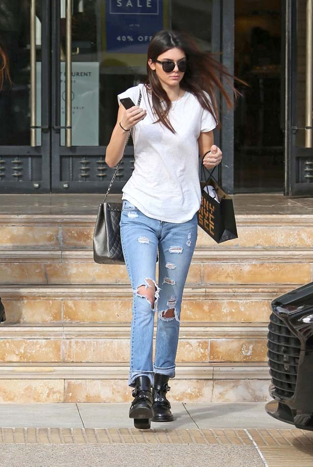 <p>December 18, 2013</p> <p>Kendall Jenner is seen as she leaves Barneys New York in LA.</p>