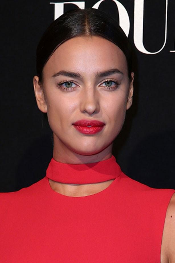 <strong>Irina Shayk </strong> <br> <br> <em>Crisp centre part and raspberry lips</em>