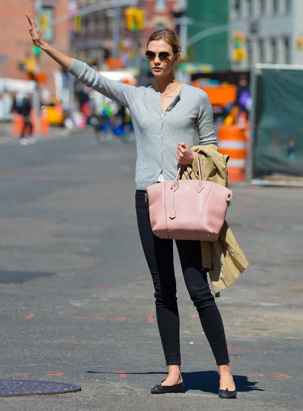 How to look chic while hailing a taxi, for the second time.