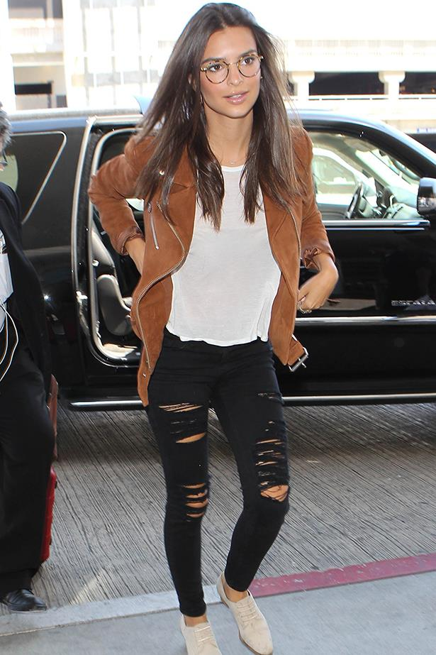 Emily Ratajkowski proves two things with her airport outfit - you can fly in style, and boys will totally make passes at girls with glasses. Great brogues, too.