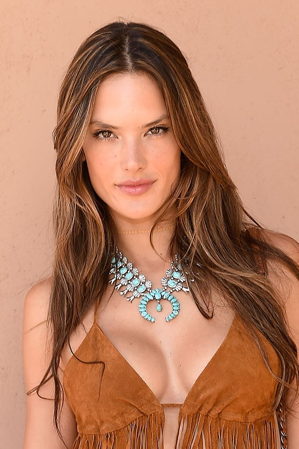 Victorian Secret bombshell <strong>Alessandra Ambrosio</strong> amps up her brunette locks with some caramel highlights.