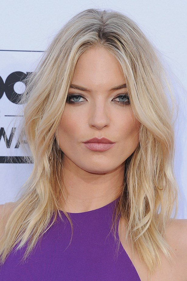 Reminiscent of summer days by the pool, model <strong>Martha Hunt</strong> injects a variety of highlights and low lights, resulting in cool-blonde, sun bleached perfection