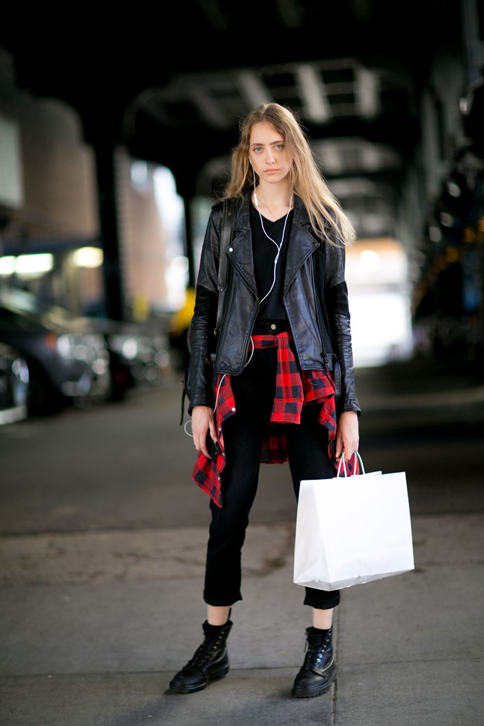 Tie a gingham shirt around your waist, instantly transform into a punk superstar.