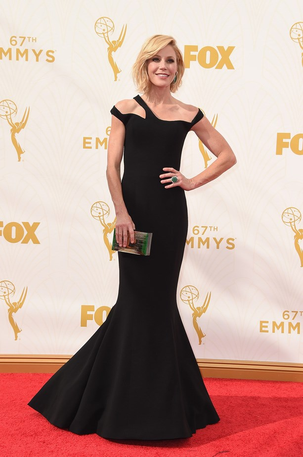 Julie Bowen polishes off her look with emerald green accessories.