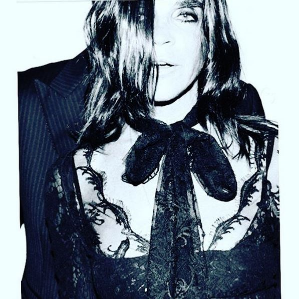 <em><strong>CARINE ROITFELD</strong></em> <P> That's more like it.