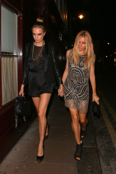 <strong>CARA DELEVINGNE AND SIENNA MILLER</strong>